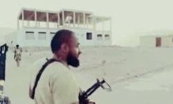 بالصور عناصر تنظيم القاعدة تشارك مع قوات اللواء 21 ميكا والقوات الخاصة في محافظة شبوة مدينة عتق