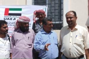 بدعم الهلال الأحمر ..وكيل محافظة الضالع يدشن توزيع السلال الغذائية للاسر النازحة في المحافظة
