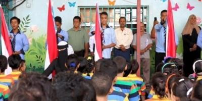 انتقالي المعلا يواصل حملة رفع العلم وترديد النشيد الجنوبي في مدارس المديرية