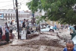 وفاة رجل وامرأة جراء جرف السيول لمنزلهم في المعلا