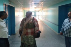 رئيس انتقالي خنفر يزور مستشفى الرازي ويثني على تطوير ادائه