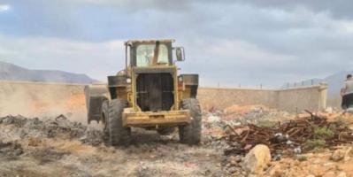 """""""خليفة الإنسانية"""" تعيد تنظيم مكب النفايات في قلنسية"""
