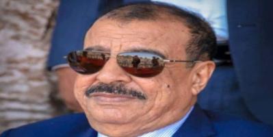 اللواء بن بريك يُعزي بوفاة الشخصية الاجتماعية الشيخ علي بن عيظة بن عبدات الكثيري