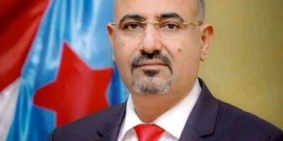 الرئيس الزُبيدي يعزي الشيخ وليد أحمد عبدالعزيز بوفاة نجله
