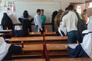 رئيس انتقالي ابين يطلع على سير اداء الاختبارات الثانوية العامة بمجمع خولة التربوي بزنجبار