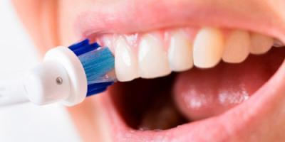 لماذا لا يجب تنظيف الأسنان مباشرة بعد الطعام؟ إليكم السبب