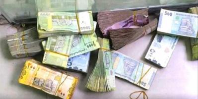 قيادي بالانتقالي يكشف أسباب تدهور العملة أمام العملات الأجنبية