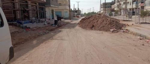 تكدس المخلفات في شوارع شبوة وسط تجاهل متعمد من سلطة الإخوان